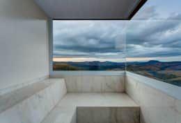 Sauna: Banheiros minimalistas por Lage Caporali Arquitetas Associadas
