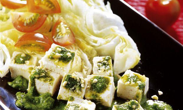 Salada de alface com tofu marinado