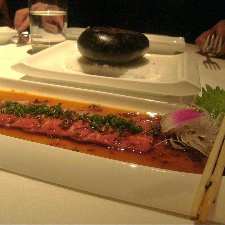 Sashimi en Clark County.  Delicioso, fácil de comer y en su punto. Cortes finos de carne que se asa sobre una piedra caliente. Esta buenisimo!  http://www.onfan.com/es/especialidades/las-vegas/japonais/sashimi?utm_source=pinterest&utm_medium=web&utm_campaign=referal