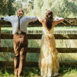 This talented designer created all the aspects of her eco-friendly wedding from farm salvage & the surrounding bushland. Amazing! #weddinggawker