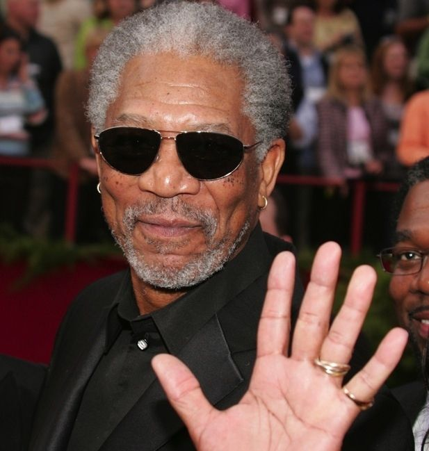 59 Famous People Who Are Left-Handed. DEAL WITH IT, RIGHTIES!