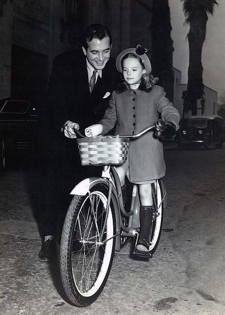 John Payne & Natalie Wood on the set of Miracle on 34th Street, 1947, George Seaton.