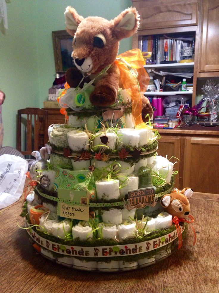 Deer hunting diaper cake #babyshower I like how the ribbon is decorated with green moss looking tulle or organza.