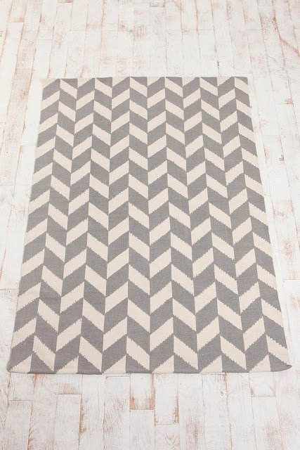 zigzagz: Bedrooms Rugs, Chevron Patterns, Living Rooms, Floors, Urban Outfitters Rugs, Area Rugs, 5X7 Herringbone, Herringbone Rugs, Chevron Rugs