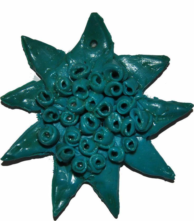 Ciondolo a stella con fiorellini in pasta di sale colore verde