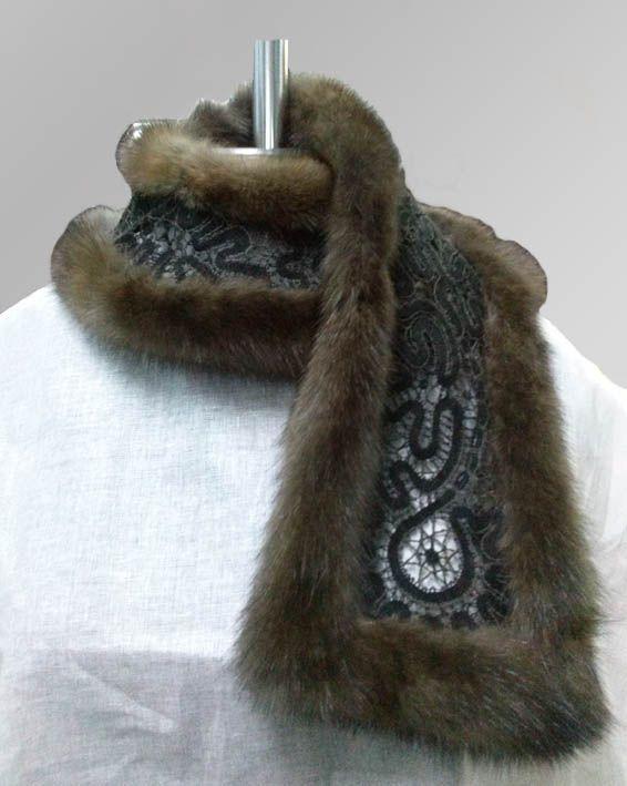 """Кружевной шарф """"Коралл"""" в меховой отделке."""