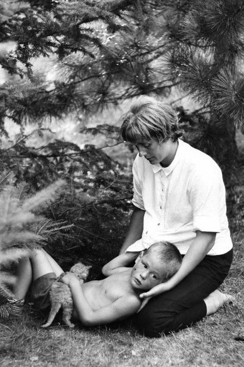A Photographer Found These Long-Lost Photos Of Mothers 50 Years After He Took Them