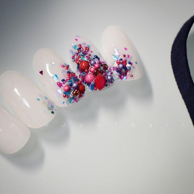 Caviar foil coloresルアート#instanail#ネイルデザイン#fashion#design#ビジューネイル #アクセサリーネイル #accessorynail #bijounail #simplenails #シンプルネイル#summernails #シェルネイル#berry
