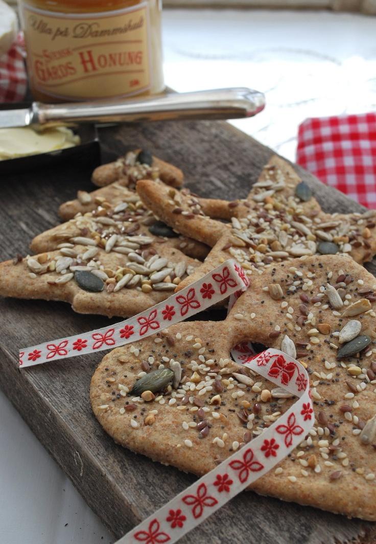 Knäckebrot selber machen.  Vielleicht ein lastminute Weihnachtsgeschenk zusammen mit einem leckeren selbstgemachten Brotaufstrich?