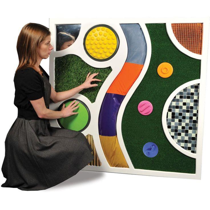 Un mur tactile fait maison avec des dalles du jeu Les plaques tactiles