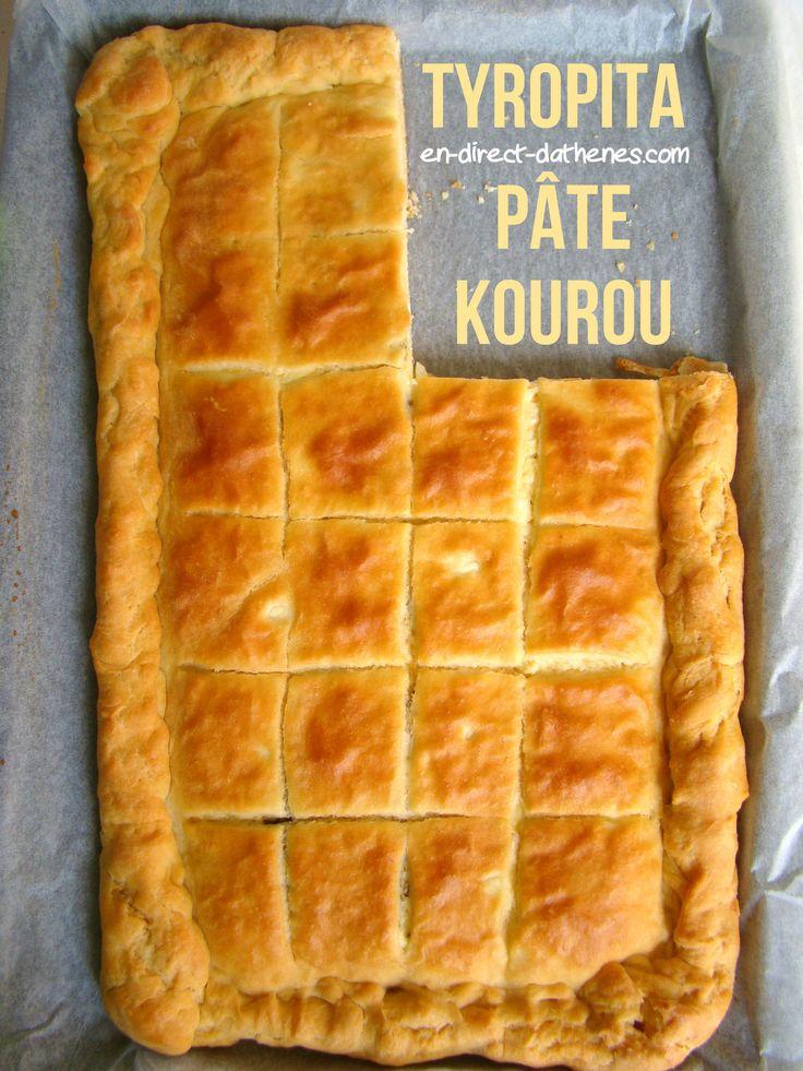 La tyropita de type kourou, en forme de demi-lune, vous la trouverez dans les boulangeries grecques à côté des tyropita à la pâte feuilletée de forme ronde le plus souvent. Il s'agit d'une pâte à base de yaourt (le yaourt grec est un yaourt égoutté, à...
