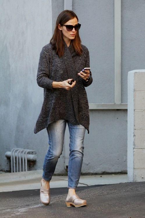 Jennifer Garner wearing clogs