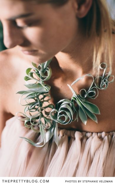 Statement leaf necklace | Conceptualisation & Coordination: BonTon Events, Photographer: Stephanie Veldman, Styling, flowers and decor: Okasie