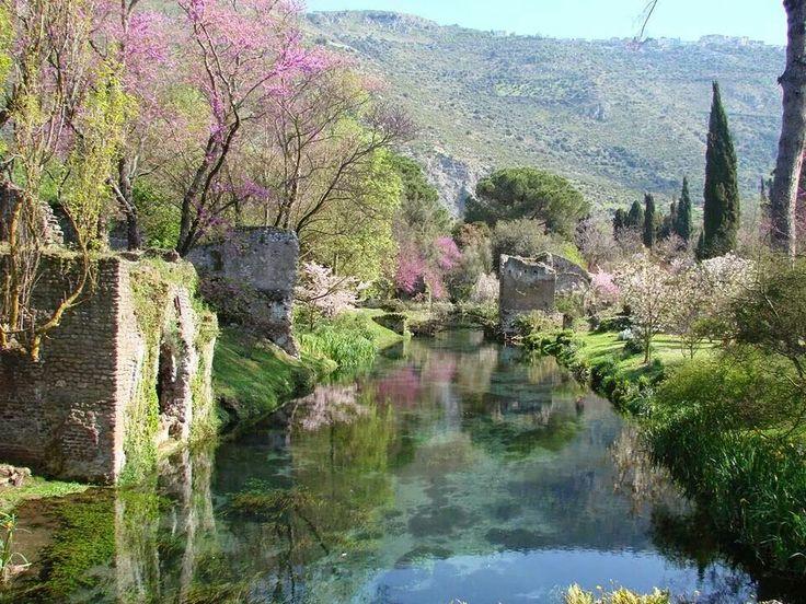 Il Giardino di Ninfa a Sermoneta Latina Italia. www.byitaly.com