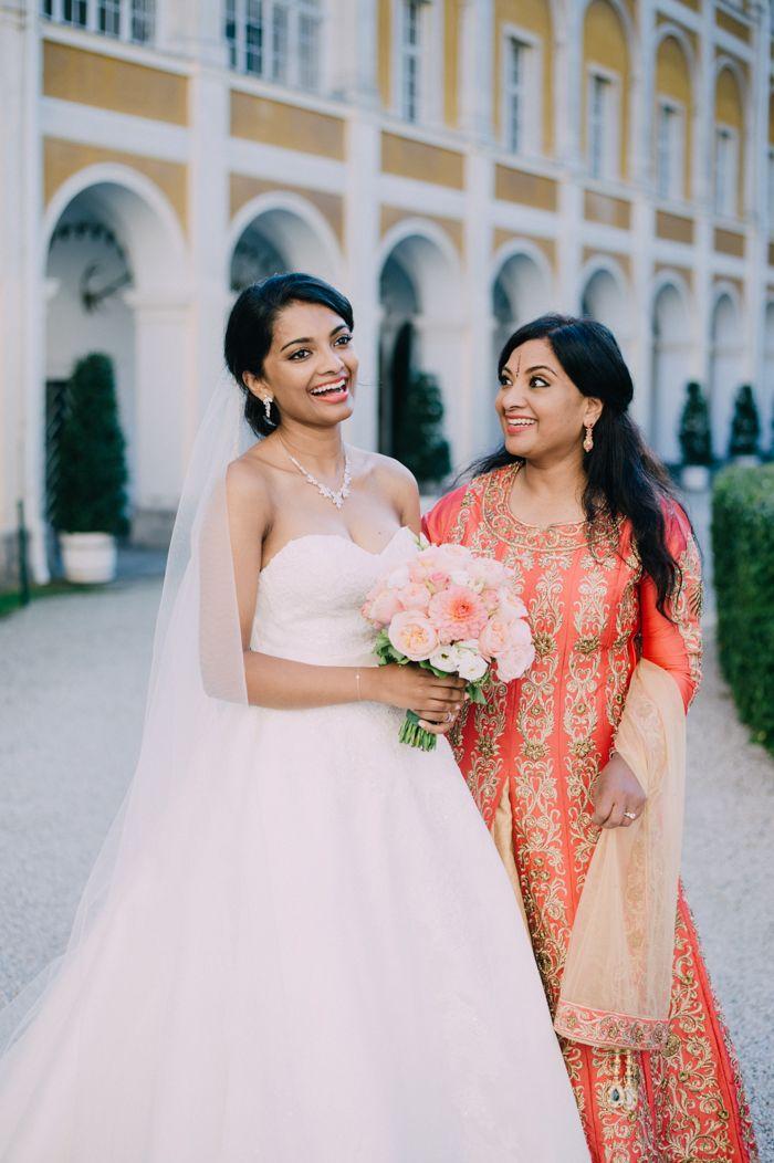 Brautmutter Outfit - Multikulti Hochzeit - indische Hochzeit in Österreich - Schloss Stainz