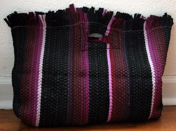 This purse cost me a buck to make - out of a dollar store rag rug. Would be a fun gift for a frequent beach-goer