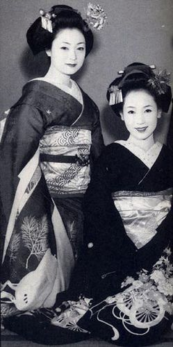 "Famous Mineko Iwasaki as Geiko. Eri-kae or ""turning of the collar"" is the stage when a maiko, after 4-5 years of training, become Geiko. During this period they sport a hairstyle called Sakkou and dance a special number called Kurokami (""Jet-black Hair"")."