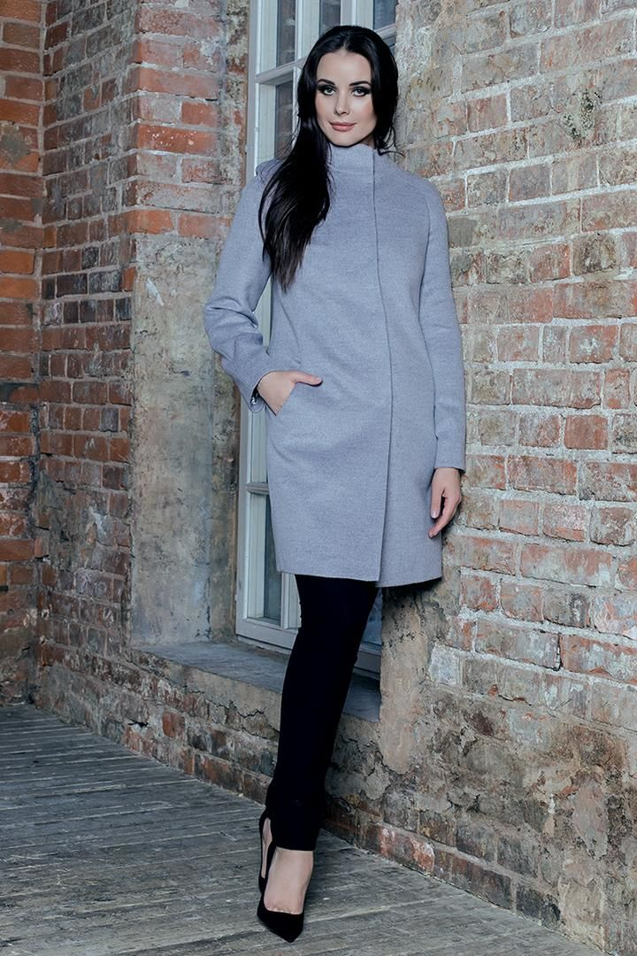 """Пальто без воротника в настоящее время достаточно популярны. Такой фасон хоть и относится к стилю минимализм, выглядит очень изысканно.  Такой фасон удачно смотрится и с брюками, и с джинсами, с лосинами. Пальто без воротника идеально сочетается к классическими прямыми платьями, да и с клешеными моделями платьев и юбочек его можно гармонировать.  Коллекция осень/зима 16/17 """"Супер мама""""  #showroom #платье #русскийдизайнер #мода #womanstyle #FedorovaOksana #FedorovaFashion #Moscow #dress…"""