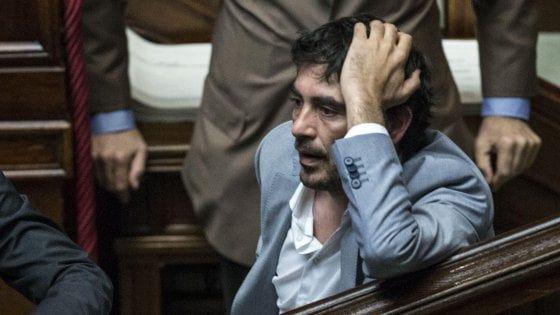 """Dopo l'intervista del capo della Polizia Gabrielli sul G8 di Genova, il segretario di Sinistra italiana Nicola Fratoianni chiede l'istituzione di una Commissione d'inchiesta: """"C'è ancora qualcosa di non emerso, su quei giorni. Ero in piazza anch'io, ci attaccarono coi blindati, ci spararono contro: qualcuno tentò in tutti i modi di far saltare il corteo di Dissidenti, e chi ha subito condanne per fatti così gravi non deve essere reintegrato"""""""