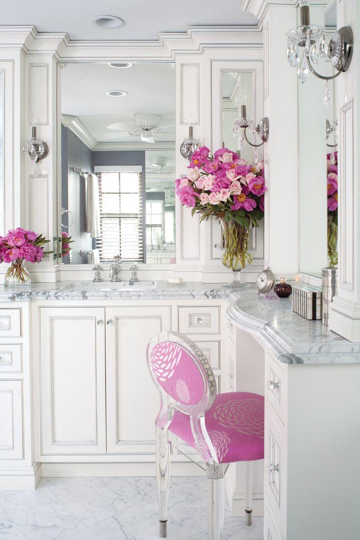 pretty bathBathroom Design, Powder Room, Chairs, Vanities, Dreams Bathroom, Marbles, White Bathroom, Design Bathroom, Pink Bathroom