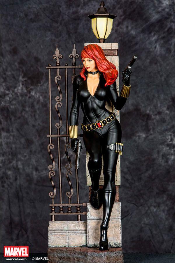 Black-Widow-Comic-Version-Premium-Collectible-XM-Studios