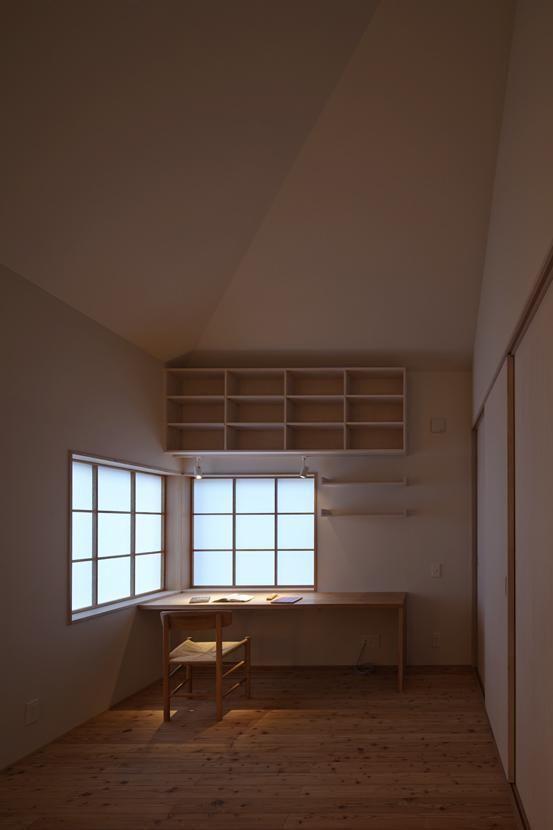 専門家:SpaceClip一級建築士事務所が手掛けた、寝室4(Shigaraki house)の詳細ページ。新築戸建、リフォーム、リノベーションの事例多数、SUVACO(スバコ)