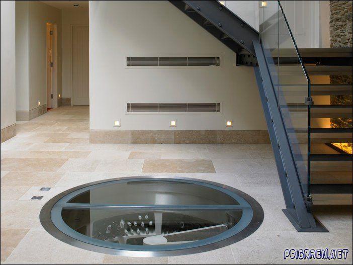 Nu even niet voor die fantastische kelder (zou rond 35K € kosten). Maar let op de vloer, verschillende tinten tegels, komen dicht bij de mozaiek en zal betaalbaarder zijn.  Ik heb ook de indruk dat de plinten en bezetting recht zijn.