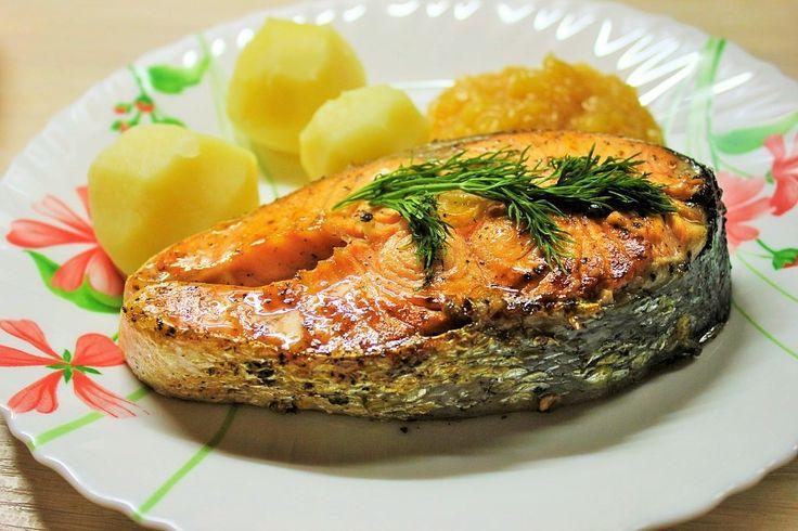 """""""Как вкусно приготовить рыбу """".  Стейк из форели - это то, что можно приготовить на ужин быстро и вкусно. http://prostovkusno-doma.ru/steik-iz-foreli/#more-494"""