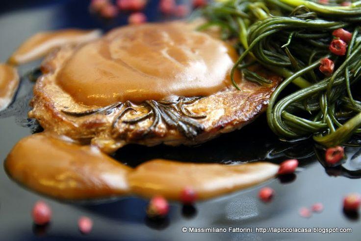 La Piccola Casa: Bistecca di vitellone in salsa al brandy con agretti ( barba di frate ) al pepe rosa - una verdura di stagione davvero ottima