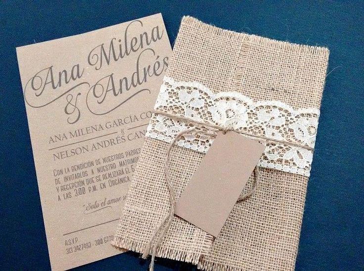 Tarjetas de invitación ecológicas para bodas de estilo rústico en tonos cálidos y blancos. Descubre la selección Zankyou de las mejores empresas