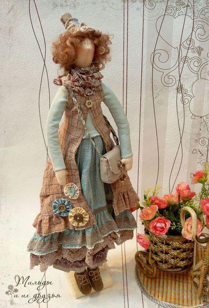 Купить или заказать Кукла в стиле Бохо: Фрейя ( Бохо Шик) в интернет-магазине на Ярмарке Мастеров. Кукла в стиле Бохо в очень мягких, пастельных тонах, девочка с красивым именем Фрейя. У девушки великолепный наряд, которому позавидуют поклонницы стиля бохо! Безрукавка из мягкого японского хлопка и пышные юбки, с отделкой рюшами, кружевами и оборками. Необычная шапочка и льняная сумочка дополняют неповторимый образ девушки. --------------------- Материалы: хлопок Япония, трикотаж, лен, …