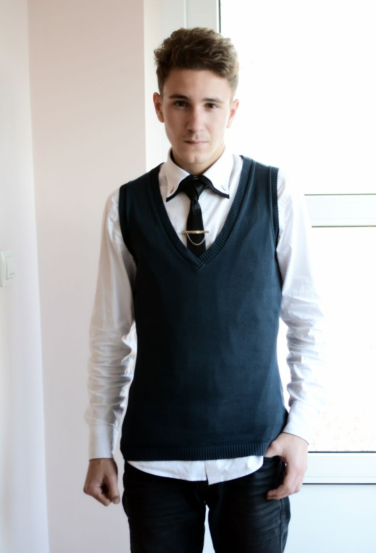 New Hipster style: Imbracaminte: -Jeans negri -Camasa alba slim -Cravata neagra slim -Ac de cravata -Flanea fara maneci