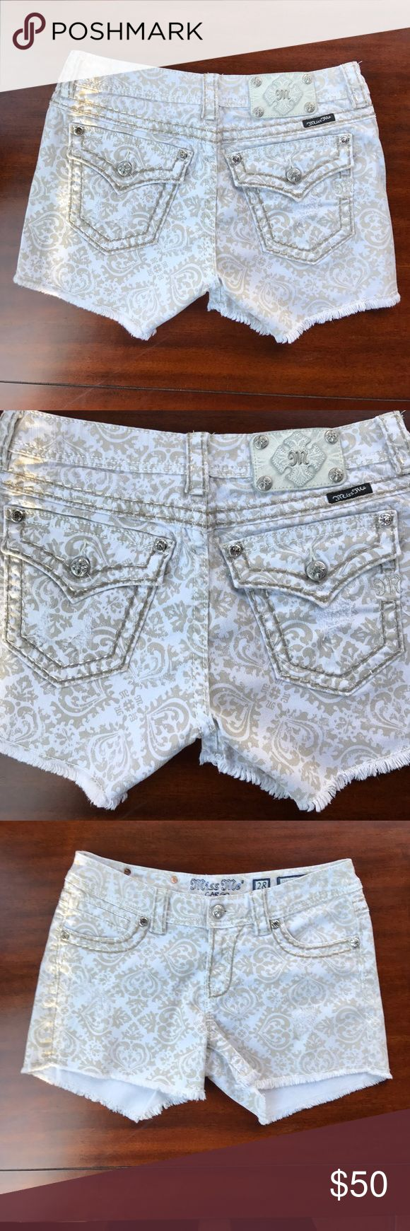 Miss Me Jean White and beige  Shorts Size 28 Miss Me Jean shorts White and beige cutt off style/ size 28/ used but still in great condition and comes from a smoke free home/ please use the offer button to make any offers and do not make offers in the comment section thank you ❤️😃✌️❤️ Miss Me Shorts Jean Shorts