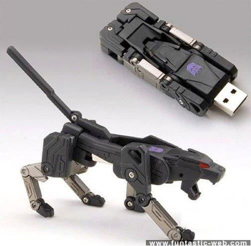 Decepticon Ravage Pendrive - High Tech Puma | funtastic-web.com
