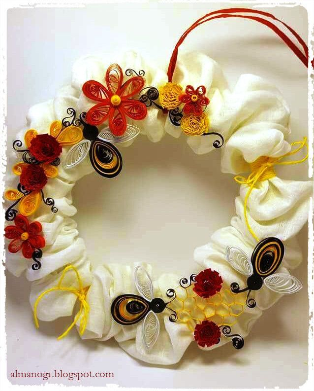 Wreath decorated with quilling flowers and bees #easterwreaths #easterdecoration #handmadewreaths #almanogr
