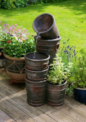 Fontaine Seaux Empilés avec Cache-Pot