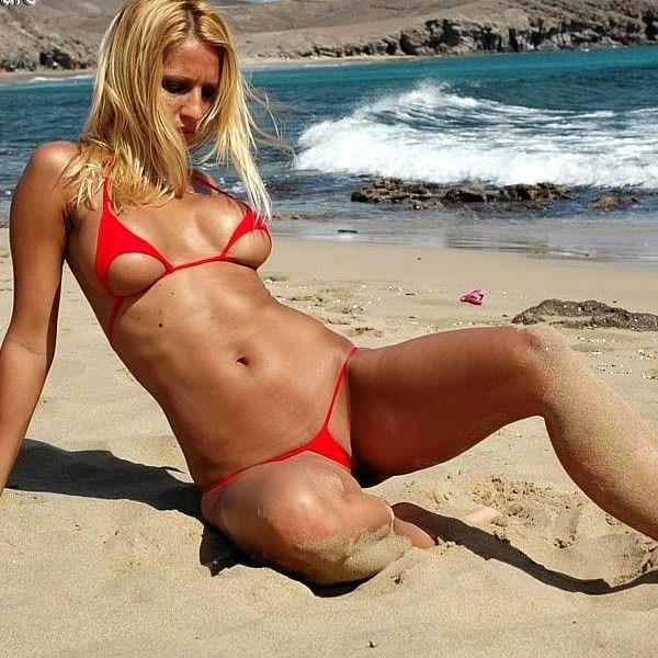 прозрачный экстремальный бикини на пляже фото - 14