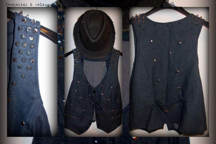 chaleco de jean  con tachas, estilo punk