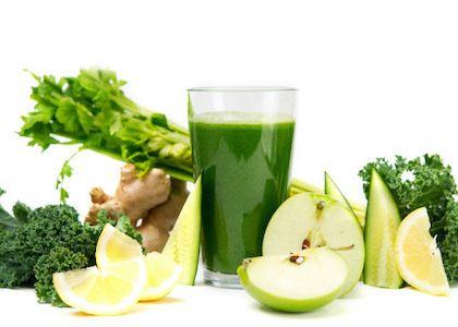 1 cucumber 4 celery stalks 2 apples 6-8 leaves kale (Australian tuscan cabbage) 1/2 lemon 1 tbsp ginge