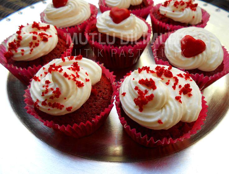Red Velvet Cupcakes  www.mutludilimler.blogspot.com