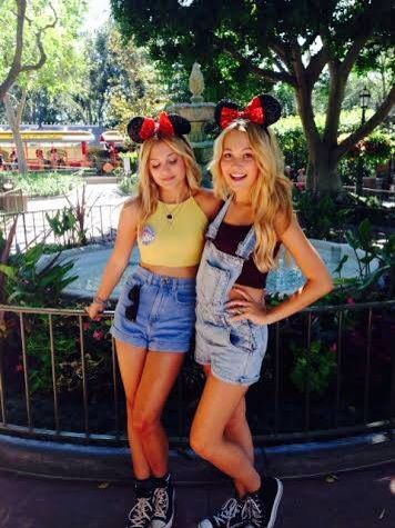 These Disney besties are adorable with their Minnie Mouse Ears and casual outfits. Looks so comfortable!