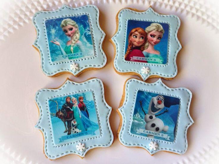 Galletas con papel de azucar y piruletas con chocotransfer de Frozen