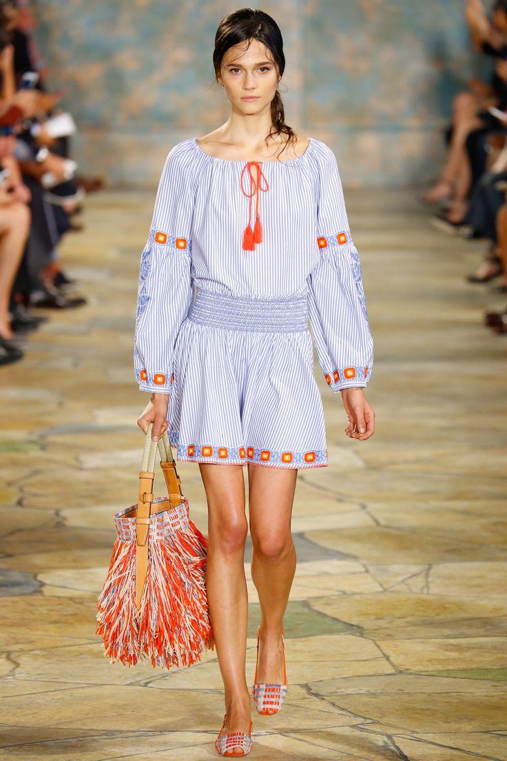 Top 12 bag trends Spring/Summer 2016 - Tory Burch - Bag at You - Fashion blog - http://bagatyou.com/top-12-bag-trends-springsummer-2016/