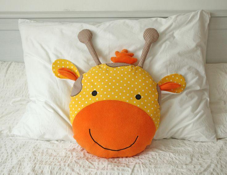 Polštář+Žirafa+Sára+Polštář+Žirafa+Sára+je+vankúšiks+ktorým+sa+vám+bude+sladko+spinkať.+Detský+vankúš+z+príjemného+flisu+a+prírodnej+bavlny,+plnený+dutým+vláknom+ktorému+sa+poteší+každé+dieťatko+ale+aj+dospelák+:)+Mojkáčik,+dekorácia+alebo+len+taký+obyčajný+vankúšik+do+každej+detskej+izby+či+postieľky.+Zo+zadnej+strany+je+vankúš+béžovo-žltý...