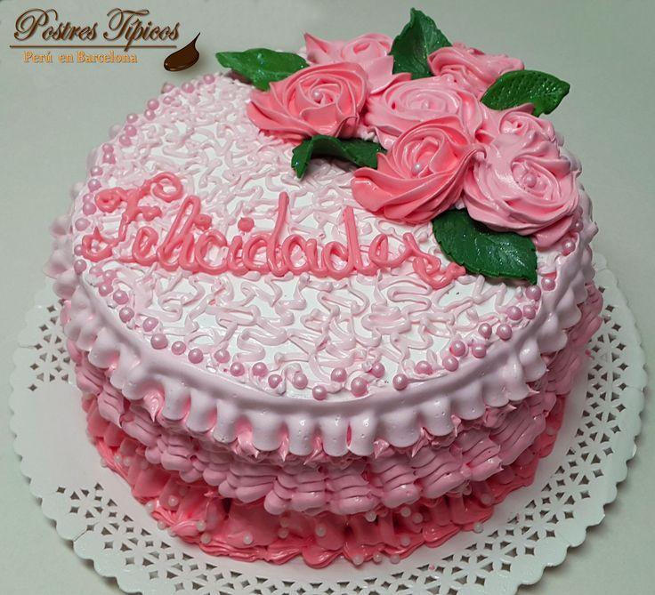 torta de cumpleaos de merengue italiano con diferentes tonos de color rosa