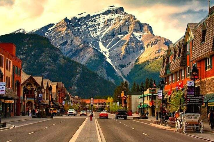 Banff-Avenue --- the-Hjerte-of-the-Beautiful-Town-in-Canada1