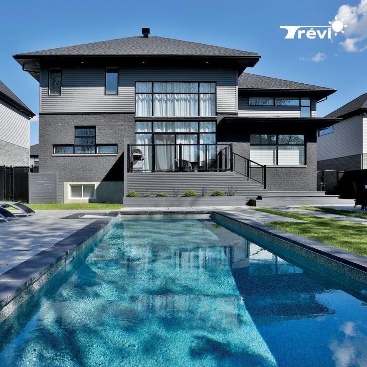 La piscine Trévi Prestige est un investissement à long terme. Une piscine durable et résistante, mariant l'élégance et le raffinement. Entièrement fabriquée de béton, aux formes droites et linéaires, la somptueuse Trévi Prestige est dotée de murs plus hauts, offrant ainsi la possibilité d'avoir une plus grande surface de fond plat, pour une baignade des plus agréables. Avec son design contemporain et épuré et sa grande qualité de construction, elle s'harmonisera parfaitement à votre décor.