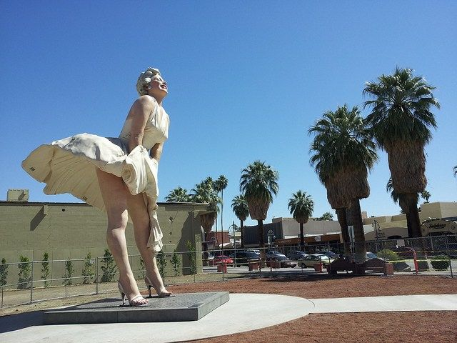 26 best forever marilyn palm springs images on pinterest for Marilyn monroe palm springs home