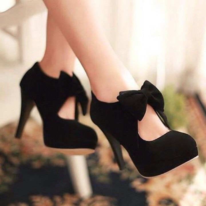 Don't think I'd wear these, but if I could walk in heels I would!! So pretty!!!