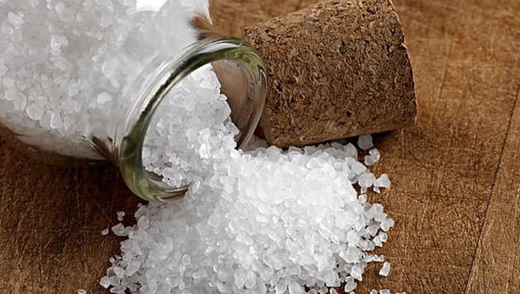 O sal grosso é considerado um potente purificador de ambientes. Povos distintos usam o sal para combater o mau-olhado, e deixar a casa a salvo de energias
